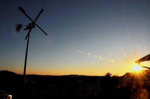 Pogled na izlazak ili zalazak sunca iz vikendica