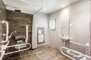 A bathroom at The Daffodil Hotel & Spa