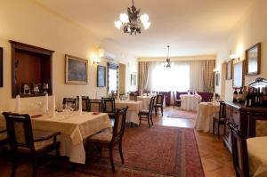A restaurant or other place to eat at Elite Resort Hotel & SPA