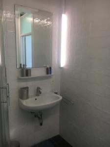 Een badkamer bij La Chambre de Gainsbourg