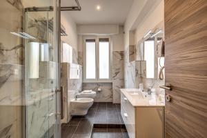 A bathroom at Hotel Osimar