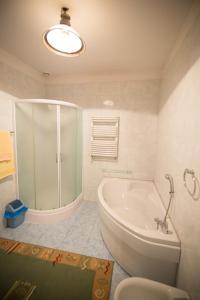 A bathroom at U Schabińskiej - Pałac w Siarach