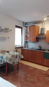 "A kitchen or kitchenette at Sweet Home Casa Vacanze ""La Terrazza"""
