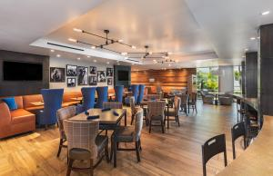 A restaurant or other place to eat at Four Points by Sheraton Los Angeles Westside