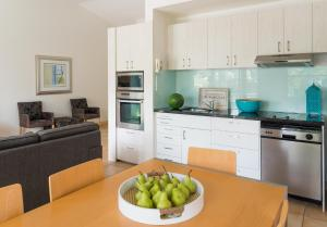 A kitchen or kitchenette at The Crest Byron Bay