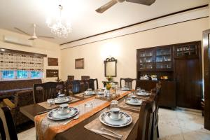 A restaurant or other place to eat at Prakash Kutir B&B