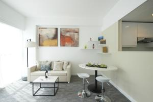 A seating area at Bay Bridge Lifestyle Retreat, managed by Tang's Living