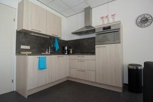A kitchen or kitchenette at Schoonvelde
