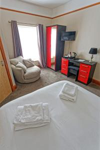 A bed or beds in a room at The Ynysmeudwy Arms
