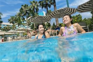 The swimming pool at or close to Disney's Hollywood Hotel