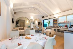 A restaurant or other place to eat at Villa Pinocchio