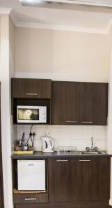 A kitchen or kitchenette at Ons Dorpshuis Guesthouse