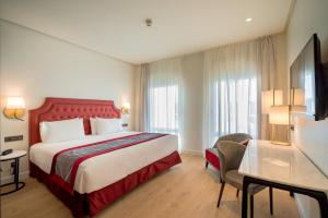 A bed or beds in a room at Eurostars Azahar