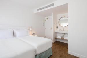 Кровать или кровати в номере The 15th Boutique Hotel 4*