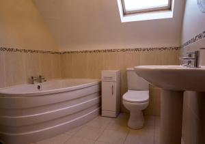 A bathroom at Kesh Country Manor B&B