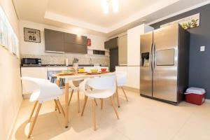 A cozinha ou cozinha compacta de Little Cactus Apartments Aruba
