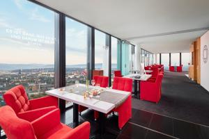 A restaurant or other place to eat at Hyperion Hotel Basel