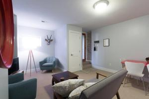 A seating area at Charming 2BD in Hip Neighborhood - 3 Blks to Metro