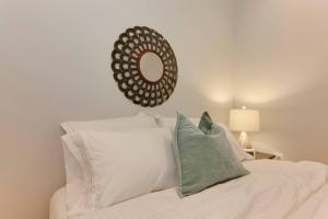 A bed or beds in a room at Central Townhouse Flat Near Metro + Parking Pass