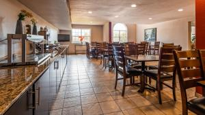 A restaurant or other place to eat at SureStay Plus Hotel by Best Western Rocklin