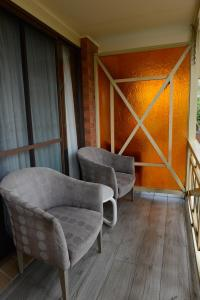 A seating area at Sapphire Palms Motel