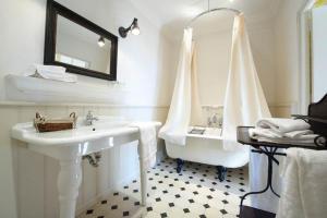 Salle de bains dans l'établissement Hotel Restaurant des Deux Rocs