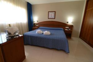 Een bed of bedden in een kamer bij Bahía Tropical