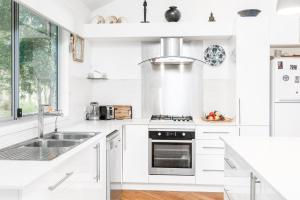 A kitchen or kitchenette at Morning Brew