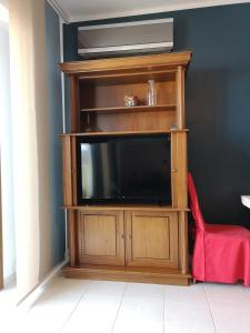 A television and/or entertainment centre at Heraklion Center Sea View Flat