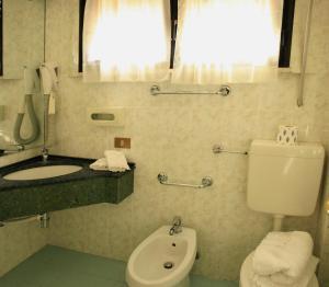 A bathroom at Hotel Aggravi