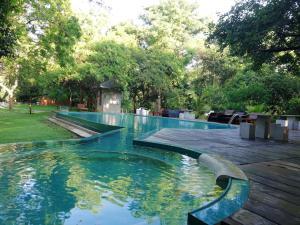 Piscine de l'établissement Nil Diya Mankada Safari Lodge ou située à proximité