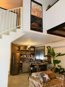A kitchen or kitchenette at Inspirational Apartment