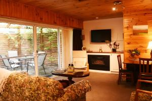 A seating area at Yarra Ranges Country Apartment