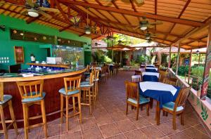 A restaurant or other place to eat at Blue Banyan Inn