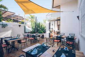Een restaurant of ander eetgelegenheid bij Iberostar La Bocayna Village