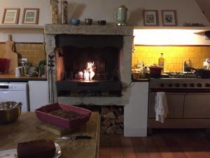Cuisine ou kitchenette dans l'établissement Les Aiguières en Provence