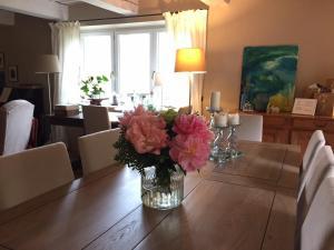 Restaurant ou autre lieu de restauration dans l'établissement Les Aiguières en Provence
