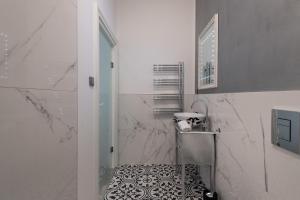 A bathroom at Wenceslas Square / Main Station - NEW STUDIO*****