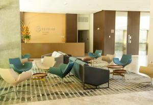 The lounge or bar area at Hotel Estelar Square