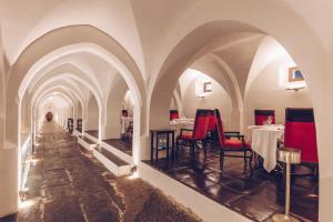 A restaurant or other place to eat at Convento do Espinheiro, Historic Hotel & Spa