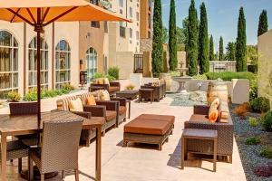 A restaurant or other place to eat at Courtyard by Marriott Paso Robles