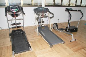 The fitness centre and/or fitness facilities at Bénin Royal Hôtel