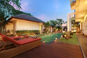 The swimming pool at or near Villa The Hotman Paris V Canggu