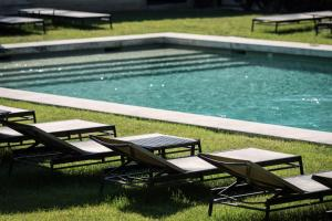 The swimming pool at or near Domaine de Fontenille