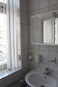Ein Badezimmer in der Unterkunft Pension Hannchen