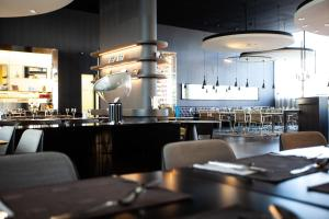 Ein Restaurant oder anderes Speiselokal in der Unterkunft Novotel Basel City