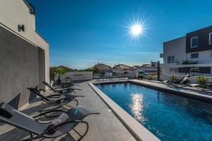 The swimming pool at or close to Villa Magnifica apartments with pool