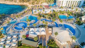 מבט מלמעלה על Adams Beach Hotel