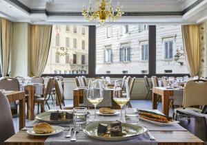 A restaurant or other place to eat at FH55 Grand Hotel Palatino