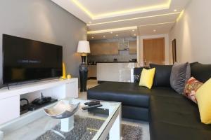 A seating area at Appart Premium vue sur le Carré Eden, Wifi, Parking, 2Ch